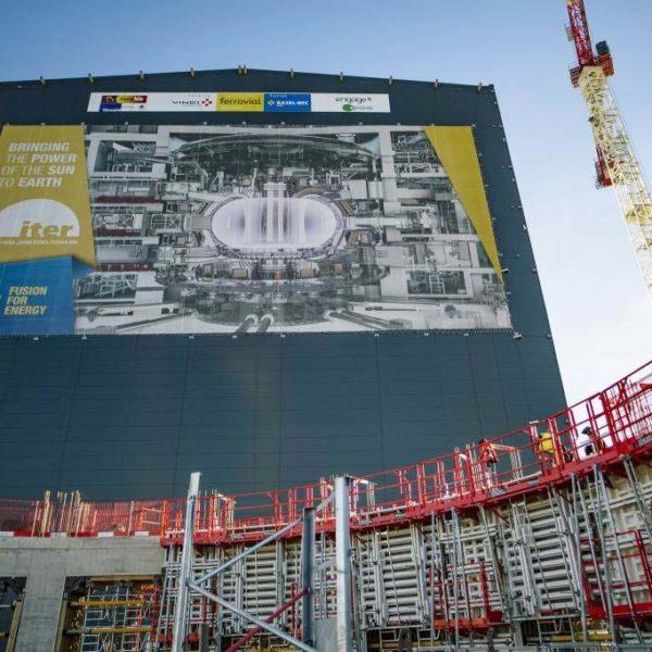 Bache_geante_facade_ITER